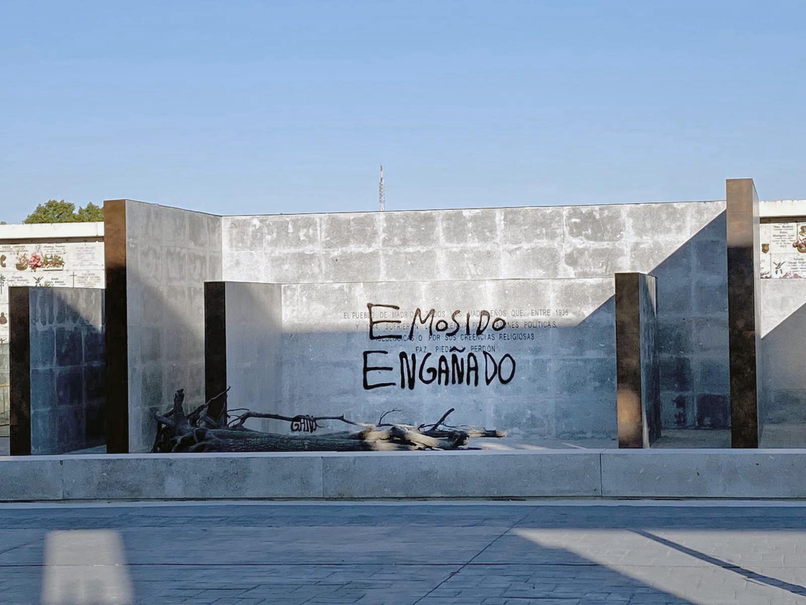 EMOSIDO ENGAÑADO: Vandalizan el nuevo memorial de La Almudena a las victimas entre 1936 hasta 1944