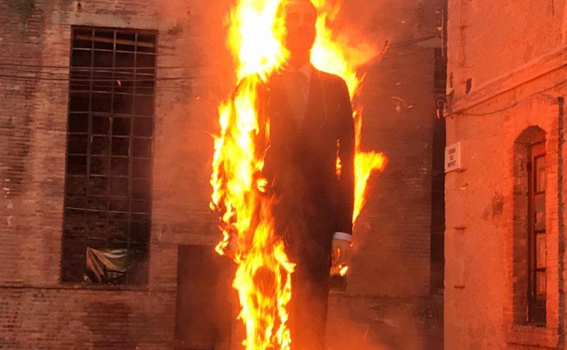 Se quema el Ninot del rey en el día de la Hispanidad